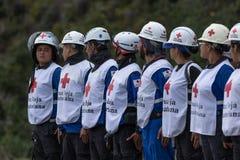 Работники машины скорой помощи выравниваясь вверх на родео Стоковые Изображения