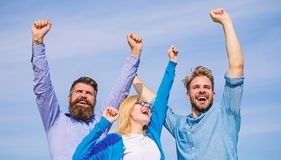 Работники наслаждаются чувствовать свободы черная изолированная свобода принципиальной схемы Работники офиса коллег компании счас стоковое изображение rf