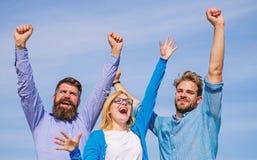 Работники наслаждаются чувствовать свободы черная изолированная свобода принципиальной схемы Люди с бородой в официально носке и  стоковые изображения rf