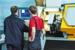Работники на мастерской изготовления Стоковые Изображения RF