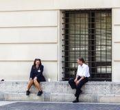 Работники на столичном музее имеют пролом в солнце Стоковое фото RF