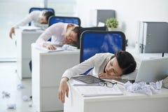 работники офиса утомленные Стоковые Фото