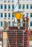 Работники работают на строительной площадке Стоковое Фото