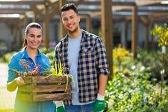 Работники садового центра стоковая фотография rf