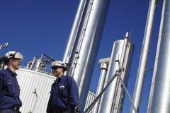 Наполните газом работников и трубопроводов стоковая фотография rf