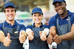 Работники супермаркета thumbs вверх Стоковое Изображение