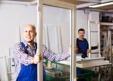 Работники с окнами и дверями PVC Стоковые Фото