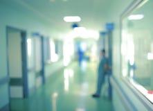 Работники silhouette в коридоре больницы, несосредоточенной предпосылке Стоковые Фото