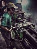Работник безопасности тяжелой работы умелый стоковое фото rf
