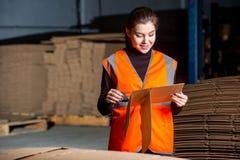 Работник бумажной фабрики facotry Стоковое Изображение RF