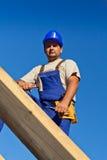 работник верхней части крыши плотника Стоковые Изображения