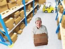 работник доставляющий покупки на дом Стоковые Изображения RF