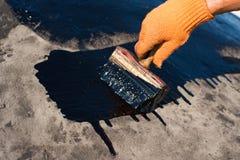 Работник делая делать водостойким Стоковое фото RF