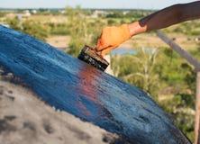 Работник делая делать водостойким Стоковая Фотография RF