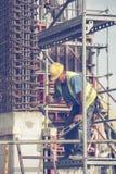 Работник делая рамки на конкретный штендер 3 Стоковые Изображения