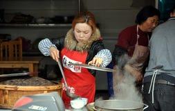 работник женщины ресторана pengzhou фарфора Стоковые Изображения RF