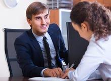 Работник имея собеседование для приема на работу Стоковые Изображения RF