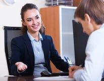 Работник имея собеседование для приема на работу Стоковые Фото