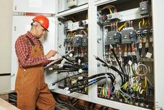 Работник инженера электрика Стоковые Изображения