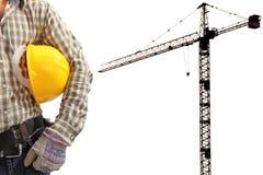 Работник и кран башни конструкции силуэта в предпосылке Стоковое фото RF
