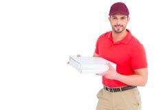 Работник доставляющий покупки на дом давая коробки пиццы Стоковое фото RF