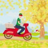Работник доставляющий покупки на дом пиццы на мотоцикле Стоковое Изображение