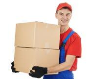 Работник доставляющий покупки на дом с коробкой и картоном Стоковая Фотография RF