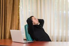 Работник офиса мужской в одеждах дела Стоковые Фото