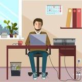 работник приемной компьютера сидя Стоковое Изображение RF
