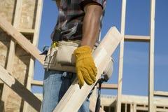 Работник работая на строительной площадке Стоковое Изображение