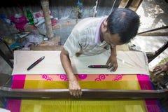 Работник сари Jamdani отстраивать крен качания Стоковые Фотографии RF