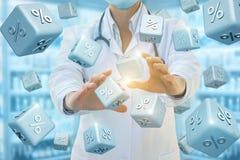 Работник службы здравоохранения обеспечивает скидки процентов Стоковая Фотография RF