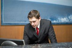 работник службы рисепшн гостиницы Стоковые Фотографии RF