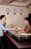 работник службы рисепшн гостиницы стоковые изображения rf