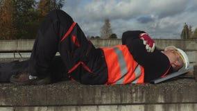 Работник спит во время работы видеоматериал