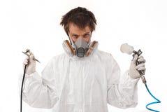 Работник с оружием airbrush Стоковые Фотографии RF