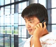 работник телефона офиса говоря Стоковые Изображения RF