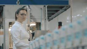работник фабрики самомоднейший видеоматериал