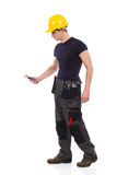 Работник физического труда используя ключ Стоковая Фотография