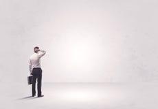 Работник финансов не стоя в чисто ничего Стоковые Изображения