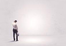 Работник финансов не стоя в чисто ничего Стоковая Фотография RF