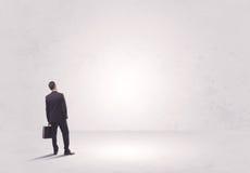 Работник финансов не стоя в чисто ничего Стоковое Изображение RF