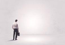 Работник финансов не стоя в чисто ничего Стоковое Изображение