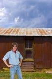 Работник, хуторянин или лейборист человека наемного рабочего на ранчо Стоковые Изображения