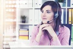 Работник центра телефонного обслуживания в офисе, infographics Стоковое Изображение RF