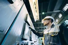 Работник электростанции стоковое изображение