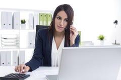 Работник dept работы с клиентом стоковое фото rf