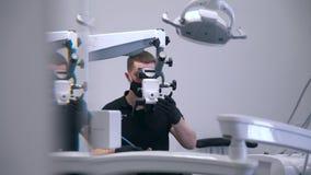 Работы дантиста на современном оборудовании сток-видео