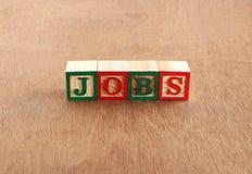 Работы или концепция занятости выделенная с блоками письма деревянными стоковые фото