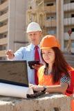 2 работы построителей на строительной площадке Стоковые Изображения RF